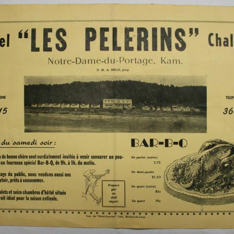 Publicité de format napperon de l'hôtel Les Pèlerins : promotion du menu, des chambres et des chalets à louer.
